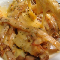 easy-baked-gravy-cheese-fries-poutine-recipe