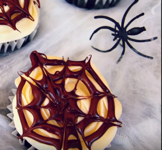 black-velvet-cupcakes-with-chocolate-webs