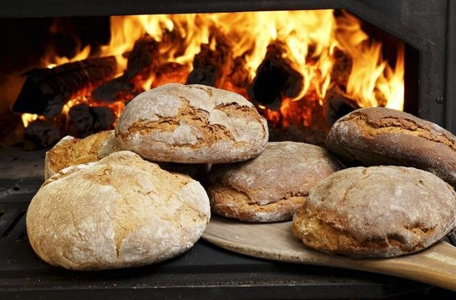 baking-wood-fired-breads